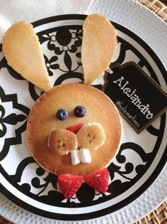 Easter Bunny Pancakes for Kids recipes ideas reci. Easter Bunny Pancakes for Kids recipes ideas recipes ideas families recipes ideas healthy Easter Recipes, Baby Food Recipes, Easter Meal Ideas, Easter Snacks, Easter Food, Easter Treats, Holiday Treats, Holiday Recipes, Cute Food