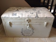 Old furniture restoration steamer trunk 41 super ideas Old Furniture, Plywood Furniture, Retro Furniture, Repurposed Furniture, Shabby Chic Furniture, Furniture Makeover, Painted Furniture, Furniture Design, Old Trunks
