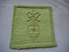 Ravelry: Christmas Tree Ornament Dishcloth pattern by Louise Sarrazin Knitted Squares Pattern, Knitting Squares, Dishcloth Knitting Patterns, Christmas Knitting Patterns, Crochet Dishcloths, Loom Knitting, Crochet Patterns, Quick Knitting Projects, Crochet Projects