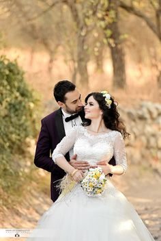 Izmir Cesme Alacati Couples Who Want Outdoor Shooting in Izmir . Pre Wedding Poses, Wedding Couple Poses Photography, Wedding Picture Poses, Wedding Couple Photos, Couple Photoshoot Poses, Outdoor Wedding Photography, Professional Wedding Photography, Wedding Photoshoot, Wedding Pics
