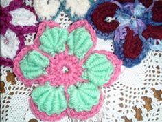 Amazing technique to make bullion stitch. Crochet Geek - Majestic Crochet Flower Motif - Bullion Stitch.
