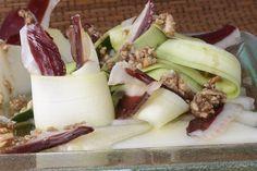 Ensalada de jamón de pato y vinagreta de frutos secos http://www.canalcocina.es/receta/ensalada-con-jamon-de-pato-y-vinagreta-de-frutos-secos