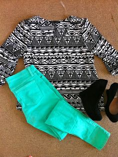 colored jeans with a cute patterned top & wedges. lovelovelove