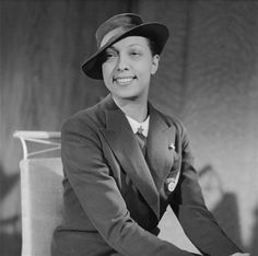 Josephine Baker in her French IPSA uniform, flying nurses from the French Red Cross ~ Josephine Baker, Paris Girl, Pretty People, Beautiful People, Red Cross, Black Power, Women In History, Vintage Hollywood, Vintage Beauty