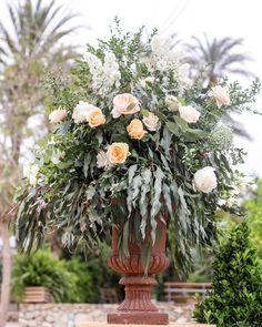 We love Spring  @valisse__studio  @parquedelamarquesa . . . . . #pedronavarroweddings #destinationwedding #flowers #wedding #weddindday #wedding2017 #weddingdecor #weddingstyle #bodas2017 #design #decor
