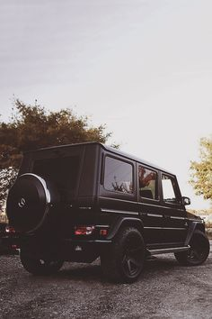 Mᴇʀᴄᴇᴅᴇs Bᴇɴᴢ G63 AMG I think Bosley deserves to ride around in this....
