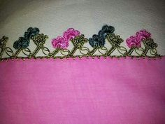 HUZUR SOKAĞI (Yaşamaya Değer Hobiler) Crochet Ruffle, Crochet Trim, Diy And Crafts, Coin Purse, Womens Fashion, Prints, Handmade, Facebook, Rage