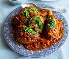 Lammlägg i tomatsås med gremolata Gremolata, Pasta, Wok, Tandoori Chicken, Chicken Wings, Meat, Fruit, Ethnic Recipes, Eggplants
