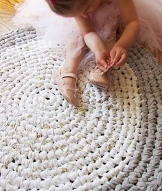 Upcycled Crochet Rug - really good basic instructions on increasing for doing…
