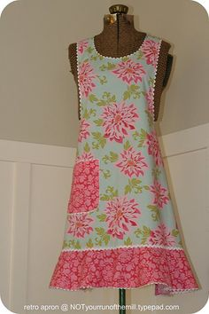 Vintage-inspired apron. Flounce with retro rickrack.