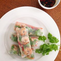 """#iqs8wp Vietnamese Prawn Rice Paper Rolls! These are so delicious and fresh. Especially loved the crunchy snow peas, capsicum, cucumber and carrot. We…"""