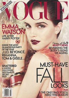 I love Emma Watson, she is my syle icon. Her makeup here is just amazing!