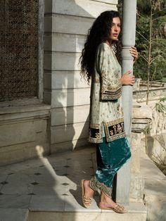 Shop the official Misha Lakhani online store for the latest wedding dresses, lehenga, bridal couture, ghagra choli, and many more. Pakistani Wedding Outfits, Pakistani Dresses, Indian Dresses, Indian Outfits, Shalwar Kameez Pakistani, Moderne Outfits, Desi Clothes, Velvet Fashion, Indian Fashion