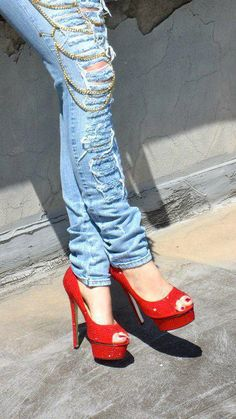 cut jean & red shoes