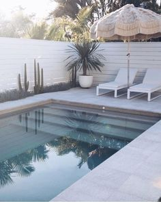 Swimming Pool Design Ideas is based on what can be done with the space in the backyard or garden. A backyard that is too big can be cramped; backyard big Beautiful Minimalist Swimming Pool Design Ideas In Backyard on Small Space on Budget Outdoor Pool, Outdoor Spaces, Outdoor Living, Outdoor Decor, Outdoor Umbrella, Outdoor Seating, Diy Swimming Pool, Swimming Pool Designs, Fiberglass Swimming Pools