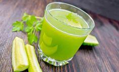 sitruuna, kurkku, inkivääri sekä persilja muodostavat yhteen sekoitettuna nesteyttävän, puhdistavan sekä aineenvaihduntaa kiihdyttävän superjuoman. Juice Smoothie, Smoothie Drinks, Healthy Smoothies, Healthy Drinks, Healthy Tips, Healthy Recipes, Food N, Food And Drink, Healthy Vegetables