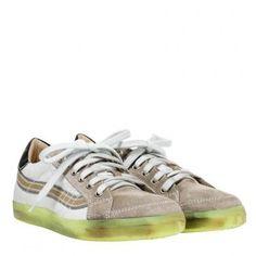 Sneakers von PRIMABASE: Bequeme Sneakers mit dem gewissen Etwas. Die Neongelbe Sohle verleiht dem Sneaker einen einzigartigen Look.