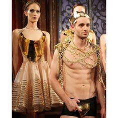 Like a modern day Eve and Adam, with privates adorned by Solid Gold. @verygathercole at #NYFW _______________________________________________________ #newyork #rockygathercole #travel #travelingram #runway #style #fashion #fitness #malemodels #femalemodels #travelgram #fashionshow #muscle #menswear #menstyle #mensfashion #womenswear #manhattan #entrepreneurlifestyle #luxury #lifestyle #pfw #malefashionblogger #menstyleblogger #sssourabh #mensfashionblogger #solidgold #fashionbysssourabh…