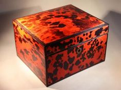 Red Tortoise tobacco box - 20th Cent.