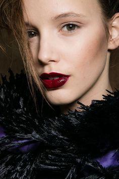 Pin for Later: Breathtaking Beauty Looks From Paris Fashion Week Sibling Fall 2016 Makeup: Miranda Joyce for MAC Cosmetics