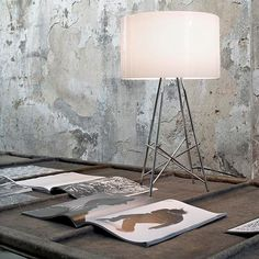The Ray T table lamp was designed in 2007 by Rodolfo Dordoni for the Italian lamp manufacturer Flos.Ray T is an indoor table lamp for diffused lighting. Contemporary Table Lamps, Contemporary Interior Design, Modern Table, Light Table, Lamp Light, Modern Lighting, Lighting Design, Chaise Masters, Filigranes Design