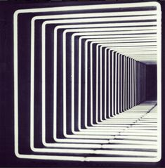 Tenebris // Pioneering Light Artist Paolo Scirpa's Infinite Neon Loops Continue To Enchant Neon Lighting, Lighting Design, Light Luz, Light Tunnel, Infinity Mirror, Decoration Originale, Light And Space, Illusion Art, Art Graphique