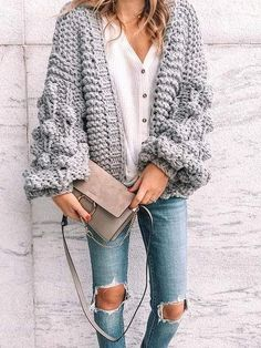 I love this chunky knit sweater with honeycomb s… Stylish Oversize Knit Cardigan. I love this chunky knit sweater with honeycomb sleeve. I'm seeing this style a lot this Fall. This cardigan can be either casual or dressy. Fall Fashion Trends, Autumn Fashion, Fall Trends, Fashion Ideas, Oversized Knit Cardigan, Cardigan Outfits, Chunky Cardigan Outfit, Sweater Cardigan, Pom Pom Sweater