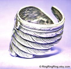 925 Detailed Angel Wing ring feather ring solid por RingRingRing, $55.00