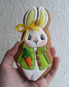 Here's Easter Bunny cookie recipe & an exhaustive list of best decorated Easter bunny cookies. Check cute Easter bunny cookies pictures and inspire yourself Fancy Cookies, Iced Cookies, Cute Cookies, Sugar Cookies, Heart Cookies, Valentine Cookies, Birthday Cookies, Christmas Cookies, Easter Bunny Cookies Recipe