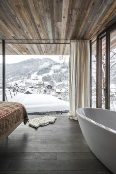 The bathtub is in prime position for an indulgent soak while savouring the stunning Alpine scenery.