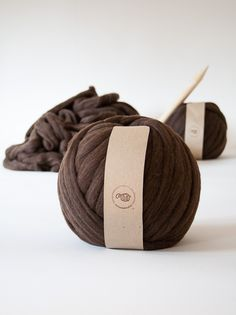 Ball of yarn 100% Merino Wool. Dark brown | Knittingnoodles