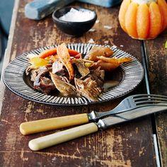 Oluessa haudutettu mehevä possu maistuu perunasoseen kanssa tai vaikkapa leivän välissä. Hitaasti kypsytetty slow food -ruoka sopii syksyyn.