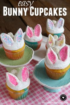 Easy Bunny Cupcakes - Hoosier Homemade These Easy Bunny Cupcakes are perfect for Easter or Spring! They start with a cupcakes, white frosting and marshmallow bunny ears and tail. The kids will have a blast helping with these Easter Cupcakes! Easter Bunny Cupcakes, Kid Cupcakes, Easter Cookies, Easter Treats, Easter Deserts, Mocha Cupcakes, Banana Cupcakes, Easter Cake, Strawberry Cupcakes
