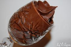 Cea mai vestita si clasica crema de ciocolata(ganache) de fapt este o combinatie de frisca cu ciocolata amaruie - deci ingenios de simpla, foarte fina si gustoasa. Este folosita in multe prajituri si torturi, pentru decor si in multe deserturi. Combinatii veti gasi multe, de fiecare data cam diferite proportiile de frisca si ciocolata - eu am ramas la aceasta reteta de ganache care imi place foarte mult, isi pastreaza culoarea intensa de ciocolata, este densa si poate fi folosita si pentru a… Chocolate Lovers, Chocolate Desserts, Healthy Desserts, Just Desserts, Cake Cookies, Cupcake Cakes, Parfait, Mousse, Cake Recipes