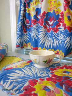 Incroyable Vintage Kitchen Created From Fun Tablecloths And A Bit Of Outline Quilting.