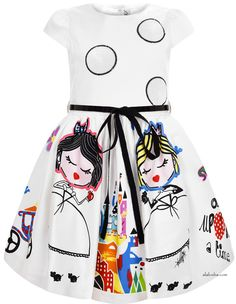 Oh, those dresses...those colors... Absolutely stunning drawing prints graces on the new collection of Simonetta.