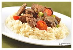 Tenderloin Tips with Garlic and Mushrooms: Bite-sized morsels of beef tenderloin are flavored with garlic, stir-fried and combined with tomatoes and scallions for a simple one-dish meal to serve over rice. Recipes Using Venison, Meat Recipes, Wine Recipes, Cooking Recipes, Healthy Recipes, Yummy Recipes, Tenderloin Tips Recipe, Whole Beef Tenderloin, Beef Tips And Rice