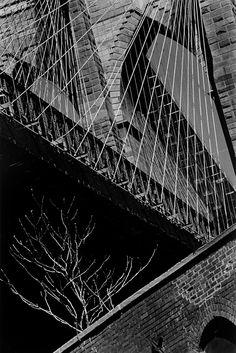 Pont de Brooklyn, New York, 1988 © Louis Stettner Louis Stettner, Paris New York, Paris Images, Moving To Paris, George Washington Bridge, Abstract Photography, Urban Landscape, City Life, Brooklyn Bridge