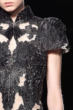 Iris Van Herpen at Paris Fashion Week Fall 2016 - Livingly