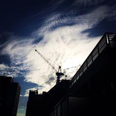 クレーンと雲。