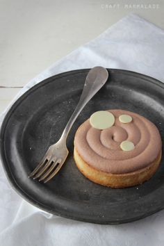 salted caramel tart with white chocOlate mousse