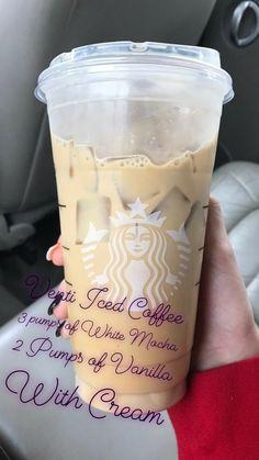 Starbucks Diy, Bebidas Do Starbucks, Healthy Starbucks Drinks, Starbucks Secret Menu Drinks, Iced Coffee Drinks, How To Order Starbucks, Coffee Drink Recipes, Starbucks Frappuccino, Starbucks Vanilla Iced Coffee