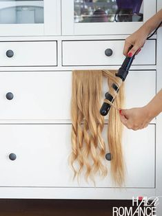 Hair Hack - The fastest way to curl hair extensions Hair Romance - Hair Hack - der schnellste Weg, u Clip In Extensions, Hair Extensions Tutorial, Halo Hair Extensions, Hairstyles With Hair Extensions, Hair Extentions Clip In, Hair Extension Hairstyles, Curly Hair Styles, Natural Hair Styles, Up Dos