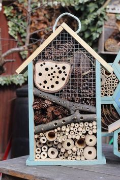 An insect hotel for the garden and balcony - very easy! - The mano workers - An insect hotel for the garden and balcony – very easy! – The mano workers An insect hotel for - # Garden Crafts, Garden Projects, Garden Art, Easy Garden, Bug Hotel, Mason Bees, Bee House, Bird Boxes, Save The Bees