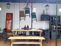 Muebles retro de La Victoriana de Mondariz en el espacio #coworking y #pop up de VM17 en #Vigo