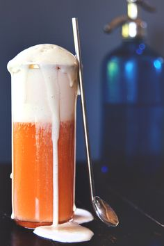 Thai Iced Tea Float with Condensed Milk Ice Cream // HonestlyYUM. Condensed Milk Ice Cream: 6 egg yolks 2 cups half and half 1 teaspoon vanilla extract half vanilla bean 14 oz can sweetened condensed milk Non Alcoholic Drinks, Cocktails, Beverages, Refreshing Drinks, Yummy Drinks, Yummy Treats, Yummy Food, Iced Tea Recipes, Thai Tea