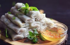 This is the perfect comfort food. Although considered an appetizer or side dish, my family and I usually have this together as a meal with rice. These fawm kauv or steamed rice rolls are filled wit… Rice Recipes, Asian Recipes, Cooking Recipes, Ethnic Recipes, Yummy Recipes, Rice Rolls, Breakfast Crepes, Sweet And Spicy Sauce, No Cook Appetizers