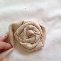 How To Make Fabric Flowers ~ Rolled Linen and Lace....