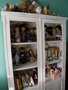 Merveilleux Doll Cabinet   Love!