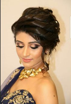 Top Indian Bridal Hairstyles For Long Hair and Short Hair Best Wedding Hairstyles for bridal for your big day. Discover cool indian Bridal wedding hairstyles for long hair, medium hair and short hair to find perfect you. Pakistani Bridal Hairstyles, Lehenga Hairstyles, Bridal Hairstyle Indian Wedding, Short Bridal Hair, Bridal Hair Buns, Ethnic Hairstyles, Medium Hairstyles, Bride Hairstyles, Hairstyles Haircuts